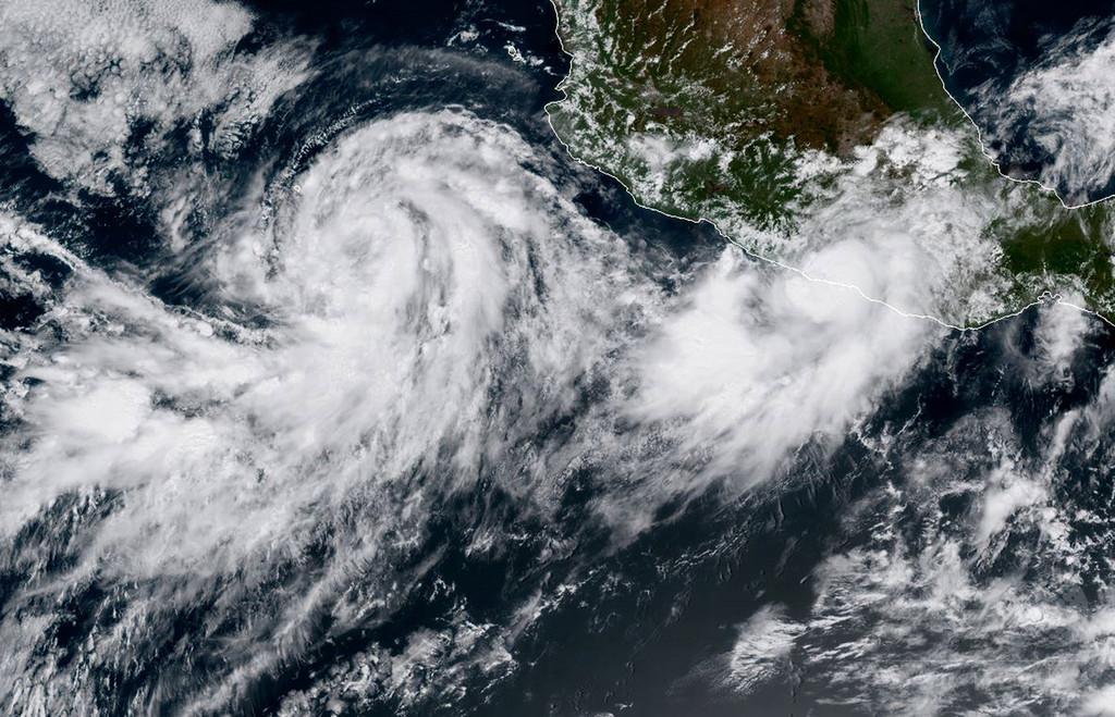 ハリケーン「ノーマ」は再び熱帯低気圧に、熱帯暴風雨「マリア」は勢力強める