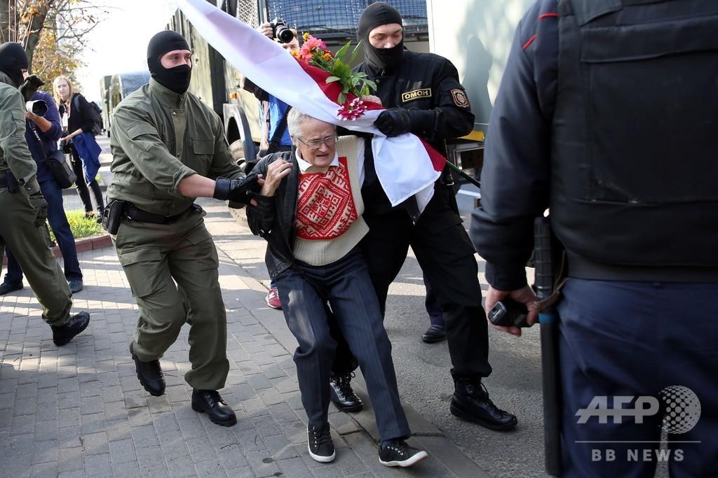 大規模女性デモ、「抗議活動の顔」ら数百人拘束 ベラルーシ