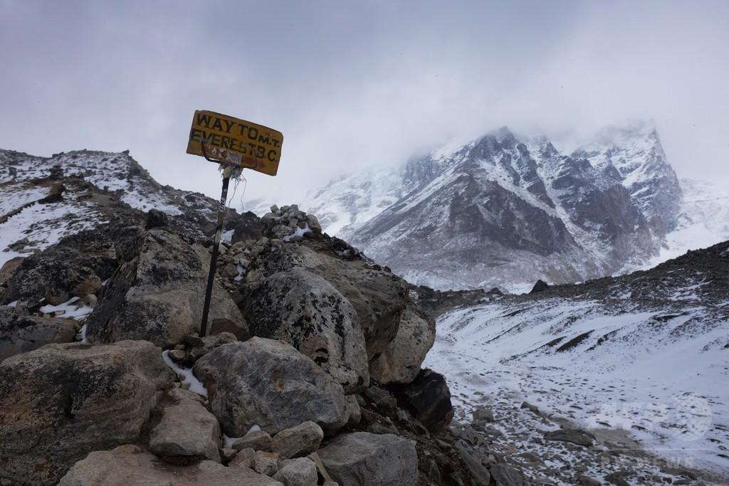 ネパール、障害者と高齢者のエベレスト登山禁止を検討