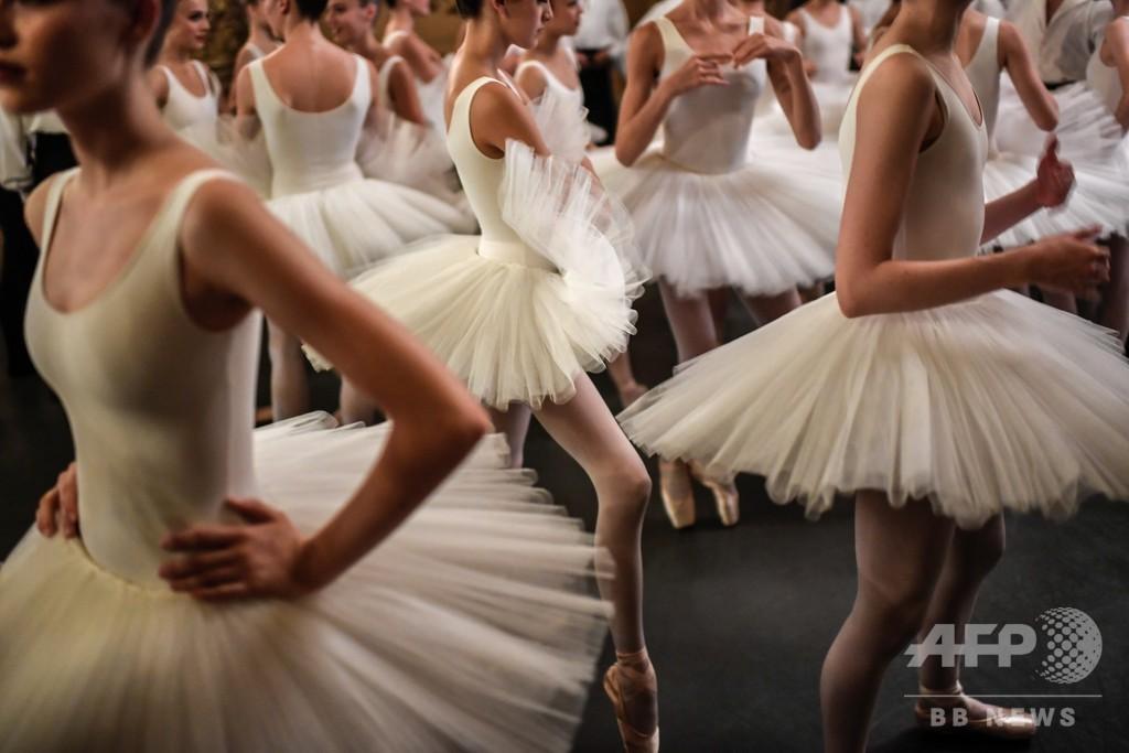 つかの間のリラックス パリ・オペラ座バレエ団、公演前の風景