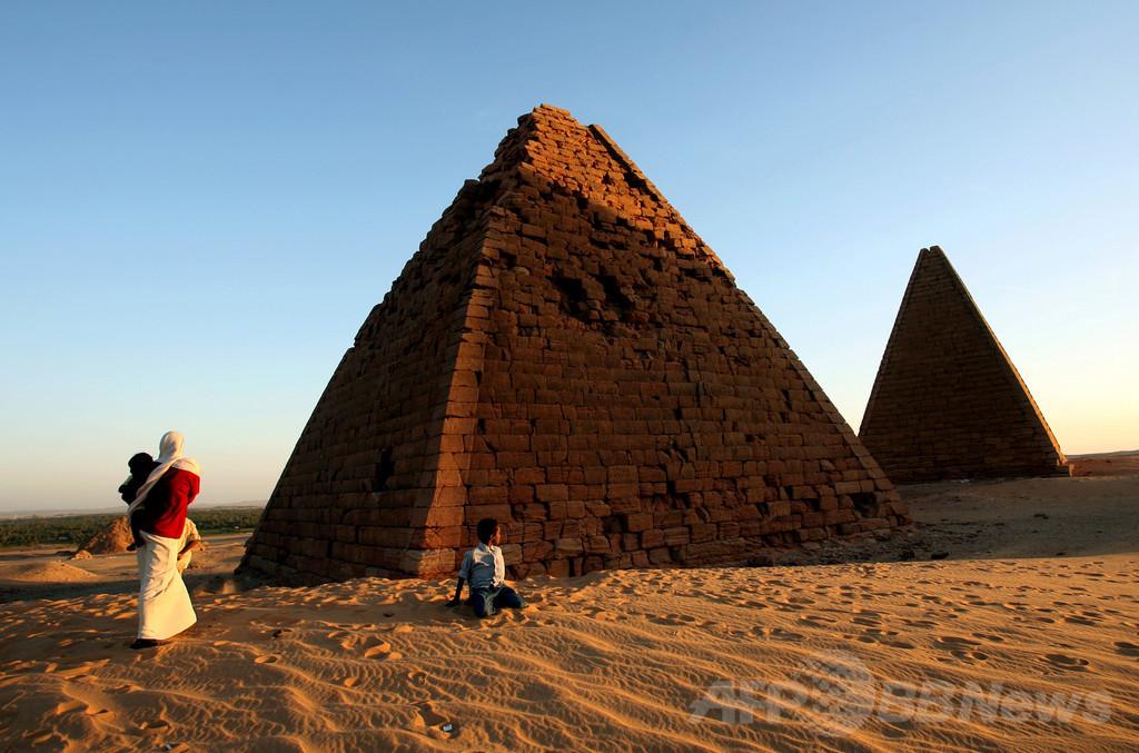 スーダン、秘められたピラミッドの謎に迫る
