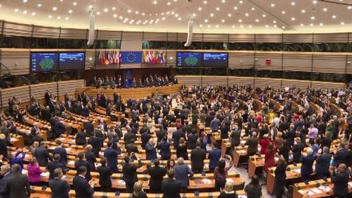 動画:欧州議会、英EU離脱案を承認 議員らが惜別の大合唱