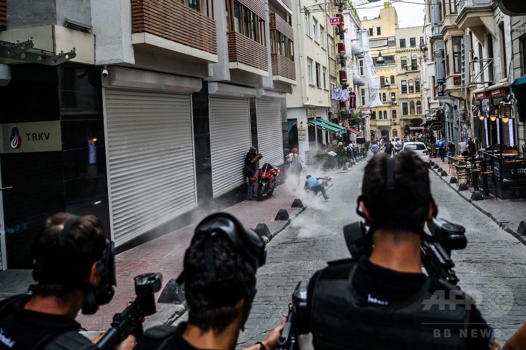 トルコ機動隊、「ゲイ・プライド」パレードにゴム弾使用