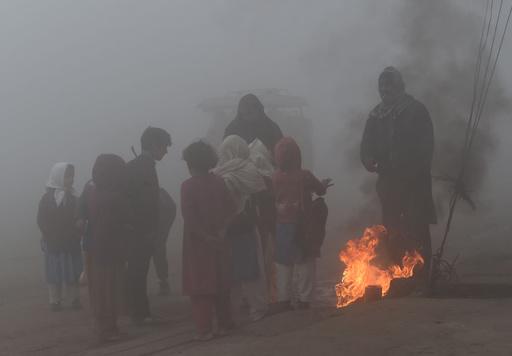 大気汚染で子どもの寿命1年8か月縮む、南アジアで最も深刻