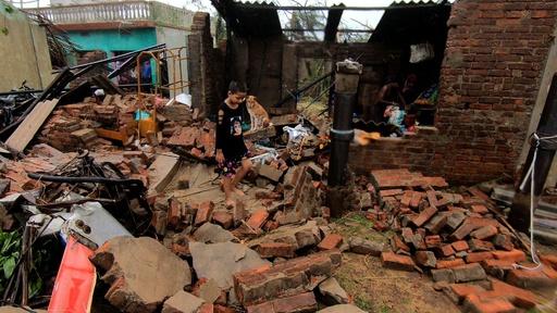 動画:大型サイクロン「ファニ」、インドとバングラデシュで死者24人 被災地の映像