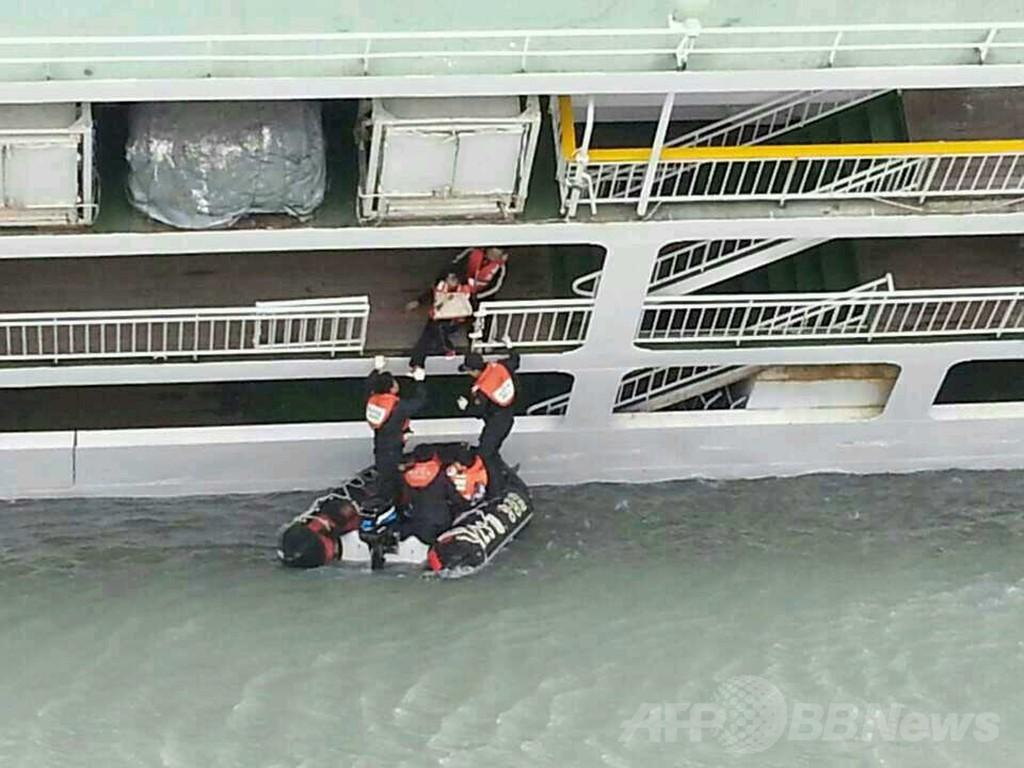 【海外】韓国旅客船沈没事故、大惨事に 54人死亡5人重傷248人不明 生存者「すぐに避難案内していれば」★100xvideo>1本 YouTube動画>2本 ->画像>58枚