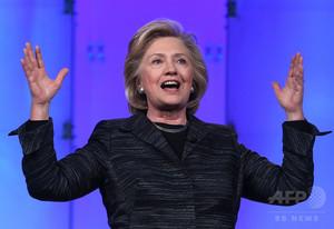 クリントン氏、公務に個人アドレス使用か 連邦法違反の可能性