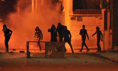 チュニジアで連日デモ、衝突で警官49人負傷 206人拘束