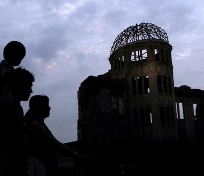 原爆症認定訴訟、政府が原告全員の救済策 補償基金設立も