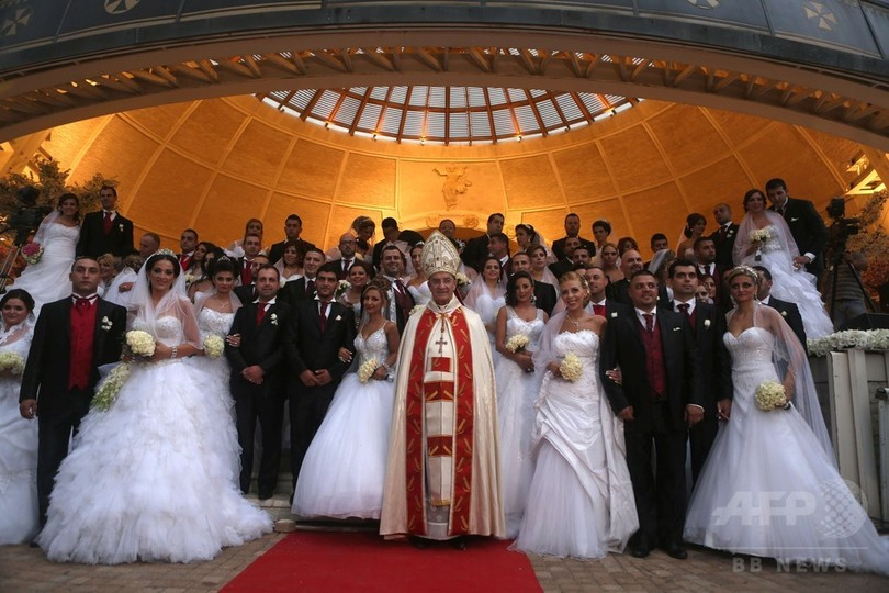 キリスト教マロン派の合同結婚式 レバノン 写真17枚 国際ニュース