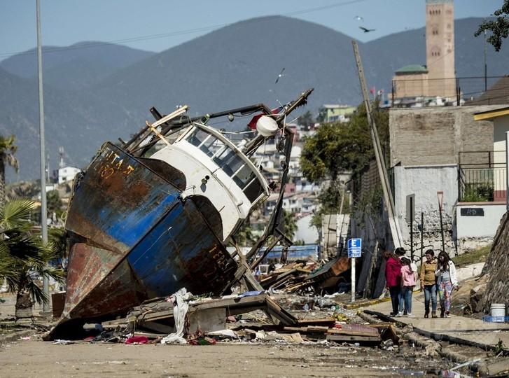 チリ地震「悪夢」から一夜、死者12人 津波で沿岸に大きな被害
