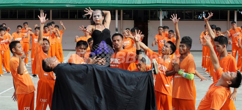 M・ジャクソンさんを追悼、セブ島刑務所で「スリラー」踊る