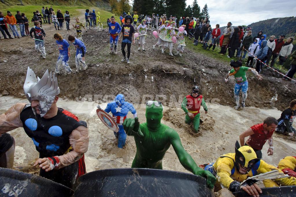 泡まみれ泥だらけもへっちゃら!世界最強の障害物競争