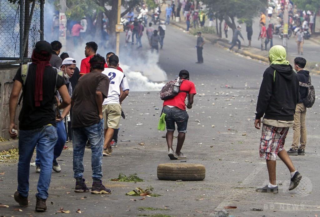 ニカラグアで年金改革に抗議デモ、24人死亡 大統領が撤回表明