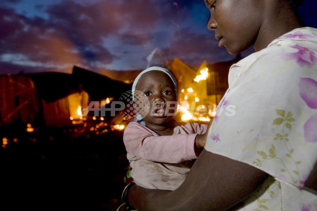 ケニアの民族衝突止まず、弓矢で自衛する町も