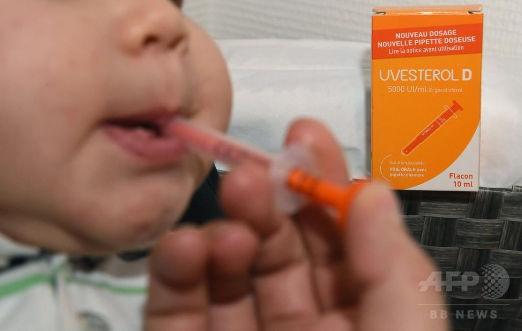 仏で液体ビタミン「Uvesterol D」販売中止へ、 新生児の死亡受け