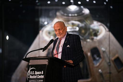 月面着陸のオルドリン氏、アポロ11号記念ディナーで演説