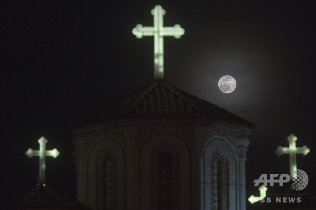 【今日の1枚】冬の終わり告げる満月 スコピエ