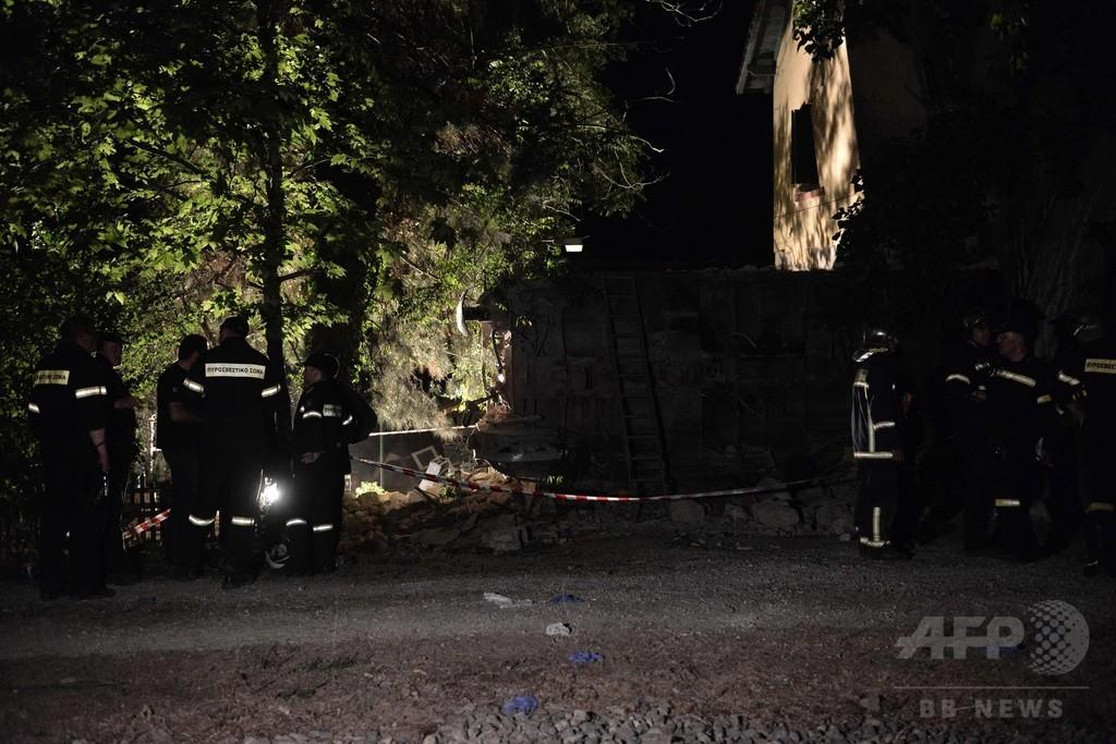 急行列車が脱線、民家に突っ込み5人死傷 ギリシャ北部