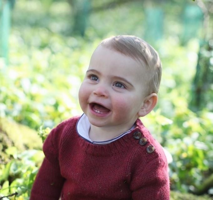 ルイ王子1歳に、ウィリアム英王子夫妻の次男