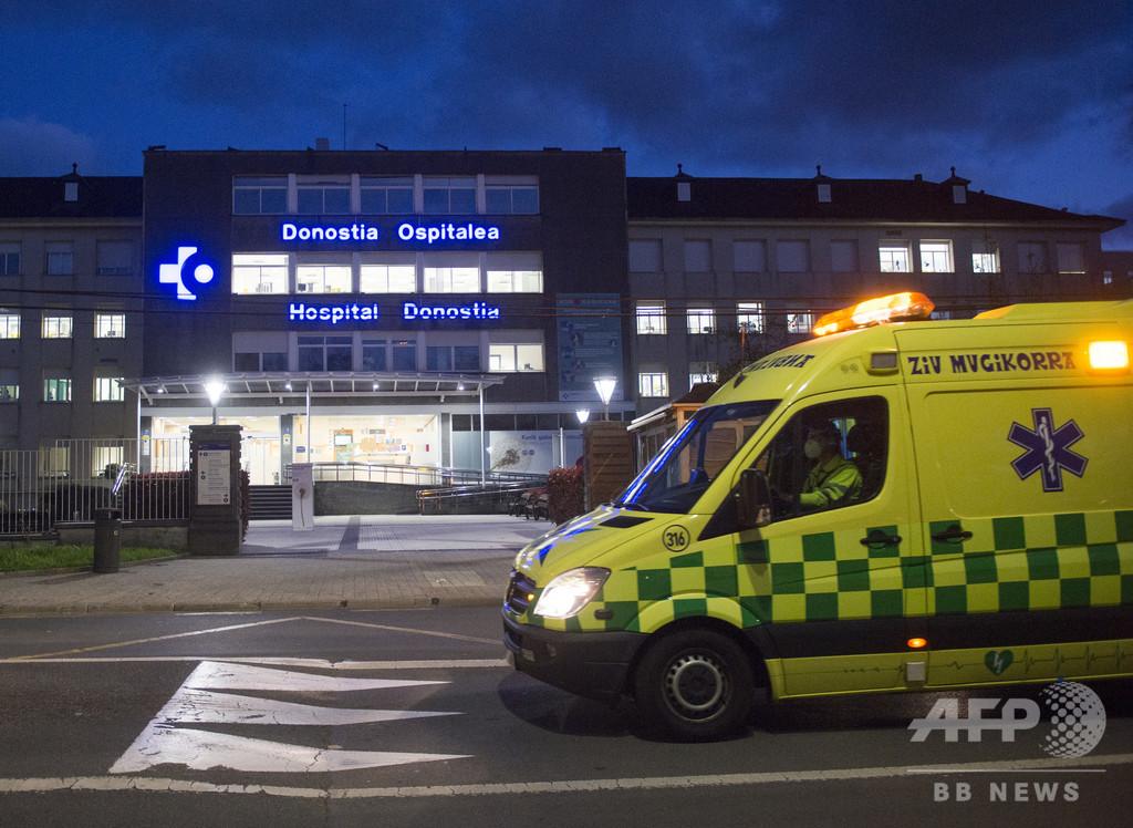 新型ウイルスの高齢患者乗せた救急車に若者が投石 スペイン