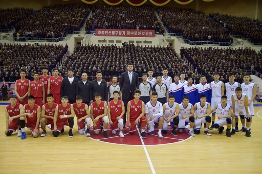 北朝鮮と中国がバスケ親善試合、元NBAの姚明氏も出席 平壌