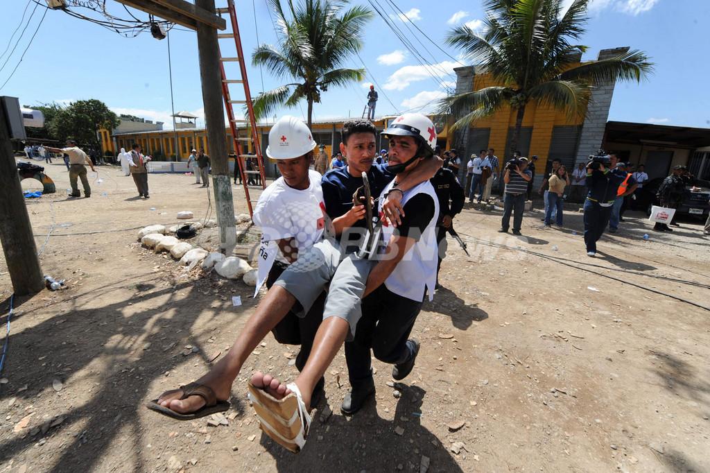 ホンジュラス刑務所火災、死者355人に 遺族から怒りの声