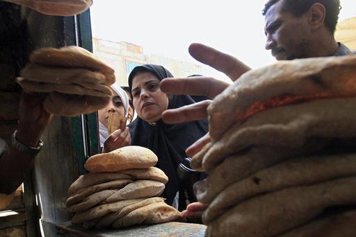 エジプト物価急騰で緊急対策、パンめぐる暴動で死者も
