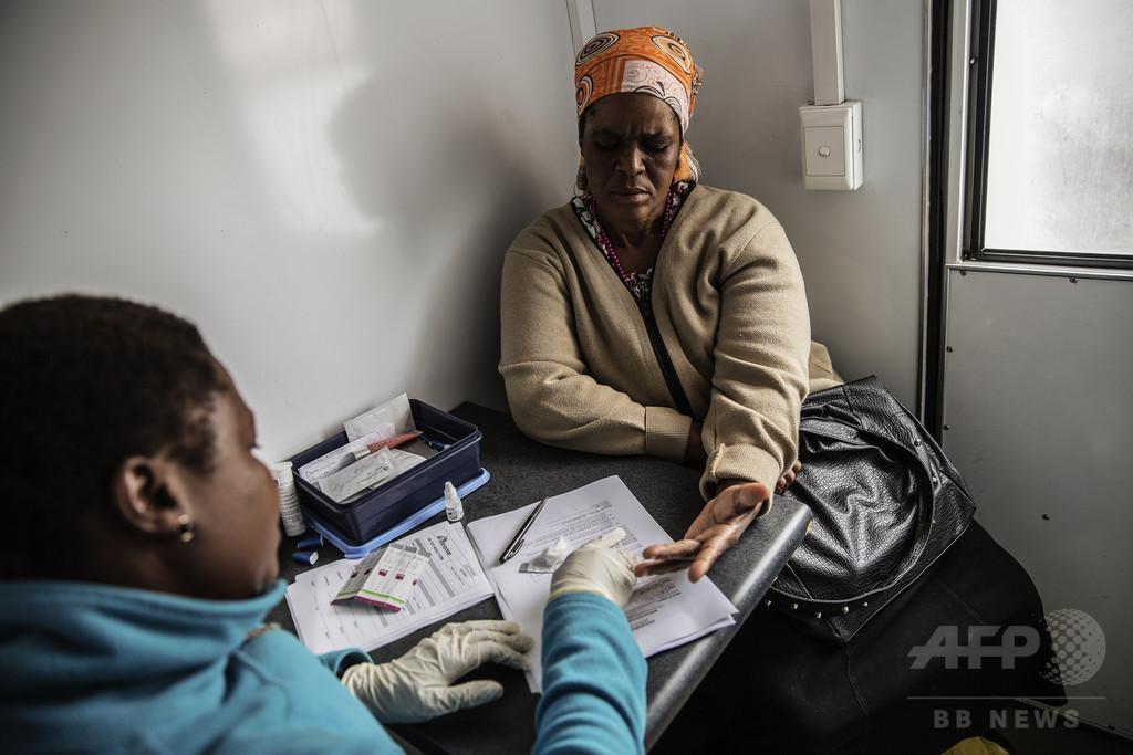 HIV感染治る「奇跡ビジネス」 ナイジェリアで横行