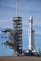 スペースX、最強ロケット打ち上げ 競合の2倍の積載量