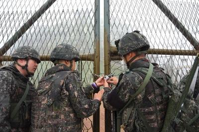 韓国と北朝鮮、非武装地帯の監視所撤去開始