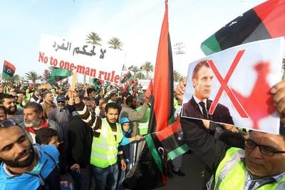 リビア版「黄ベスト」、首都攻撃支持しているとフランスに抗議