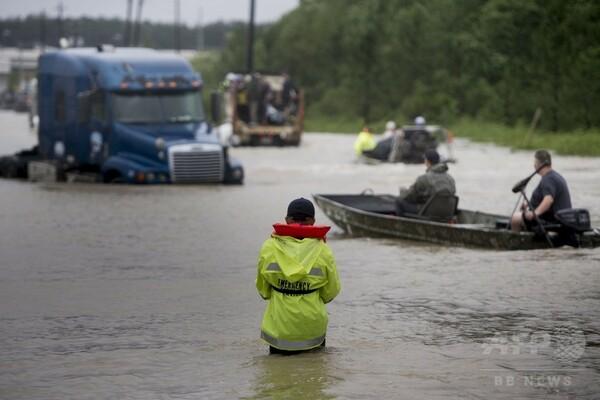 米ヒューストンに夜間外出禁止令、「ハービー」直撃で大洪水