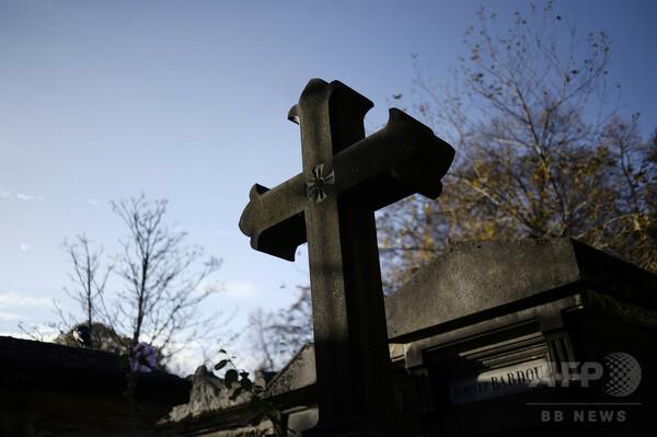 死後も納税? 仏当局、墓の下の死者に資産税請求