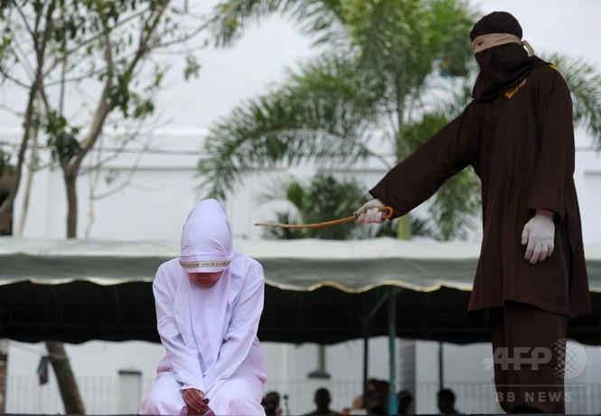 インドネシアでむち打ち刑、配偶者以外と至近距離で時を過ごした罪で