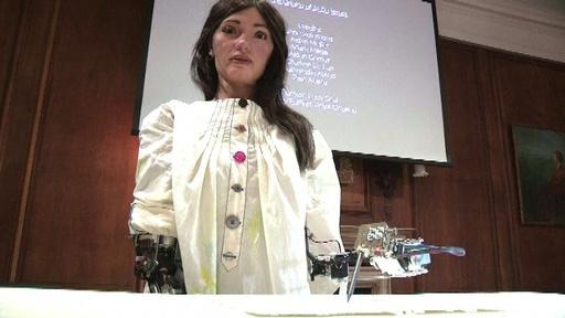 動画:世界初、人型ロボット画家「アイーダ」の作品展開催へ