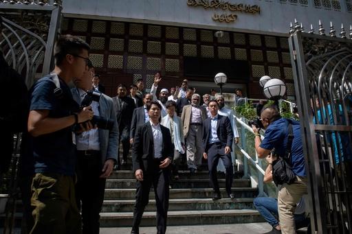 香港モスク、デモ鎮圧で青い放水浴びる 林鄭氏らが訪問し謝罪