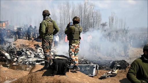 動画:パキスタン、インド空軍機2機を撃墜と発表 墜落現場の映像