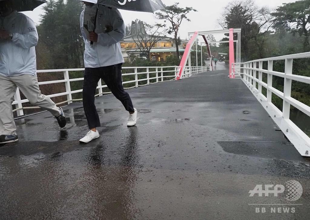 大雨に見舞われたZOZO選手権、最終日は28日にずれ込み