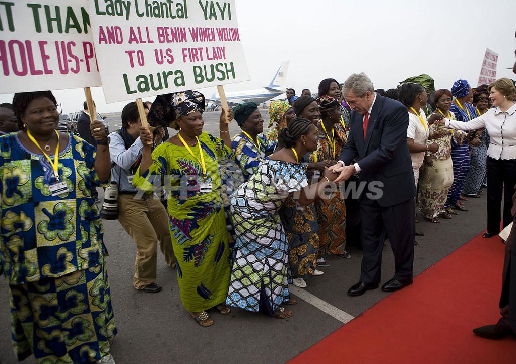 米大統領、アフリカ歴訪開始、ベナンに到着