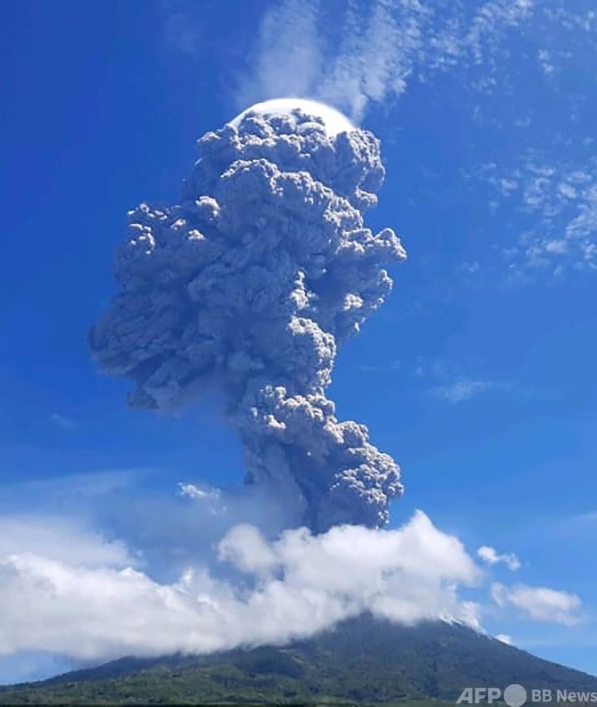 インドネシアで火山噴火、噴煙が上空4キロに到達