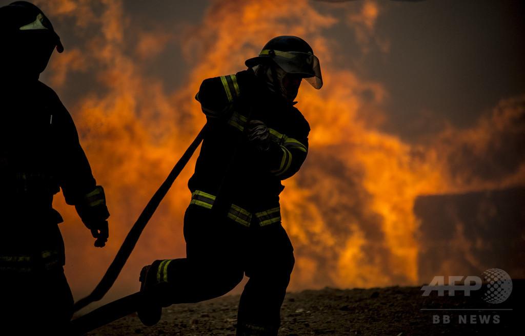 チリ中部の山火事拡大、消火中に10人死亡 4000人避難