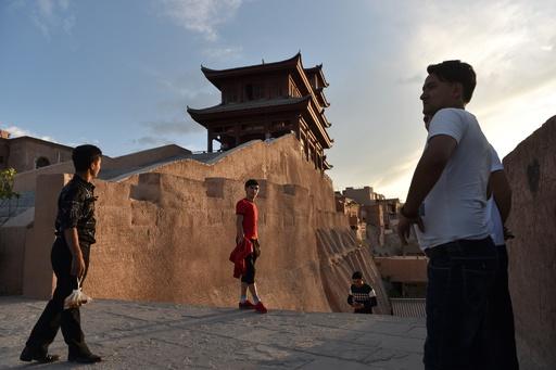 中国、地元住民収容のウイグルで観光客誘致
