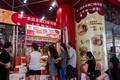 行列の月餅店 具は漬物と… 上海