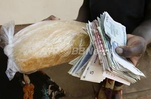 超インフレのジンバブエ、公務員給与を「米ドル」で支給