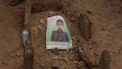 動画:イエメンでのバス攻撃、子どもたちの死者数は40人に 集団葬開催