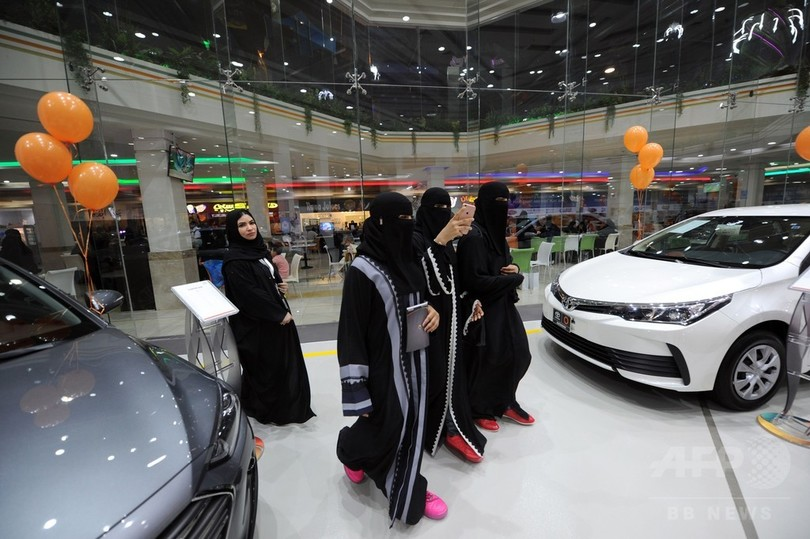 初の女性向け自動車ショールーム開店 サウジ