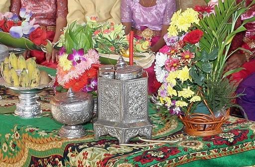 披露宴に手りゅう弾、少女2人含む9人死亡 カンボジア