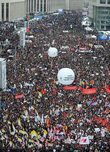 モスクワで過去最大規模の抗議デモ、主催者側は「12万人」と発表