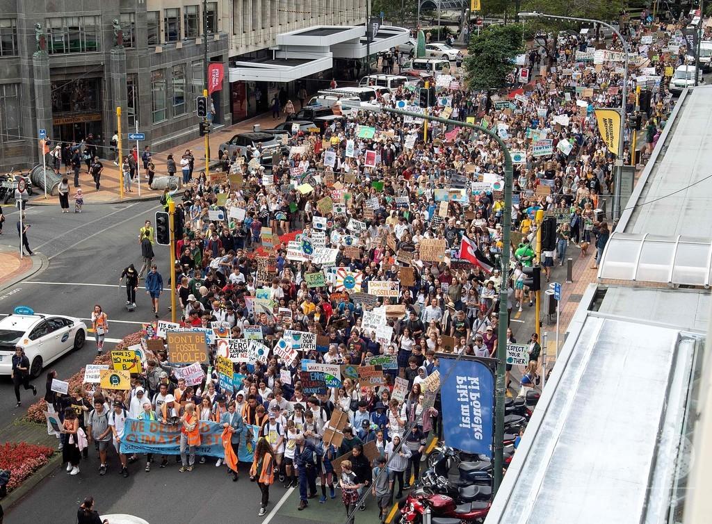 温暖化対策を!世界各地で若者がデモ